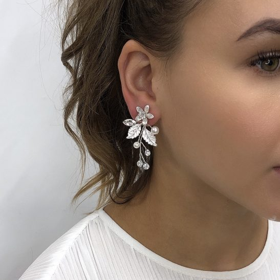 For the lovers of all things soft and romantic, this earring adds such beauty and grace to your big day. Pearls and crystals set in a matt silver base create the intricate details that you will cherish long after your wedding day. The natural elements of this bridal stud earring creates the most beautiful silhouette that exudes an effortless elegance.