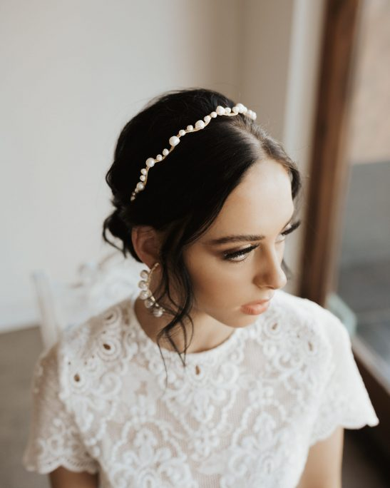 If you love the minimal and modern vibe you will appreciate this gold and fresh water pearl headband that is perfect for bridal wear or any special occasion. You could wear it to a party, to a dinner or to the races and it will look unique and priceless.