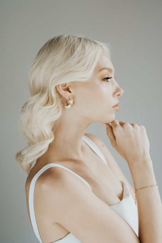 Inspired by natural elements, we love the minimal design of this gold rose and pearl hoop earring. Easily taking you from day to evening, this design will appeal to a minimal bride and modern bridal party.